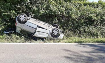 Incidente sulla Cilentana. Auto finisce fuori strada e si ribalta