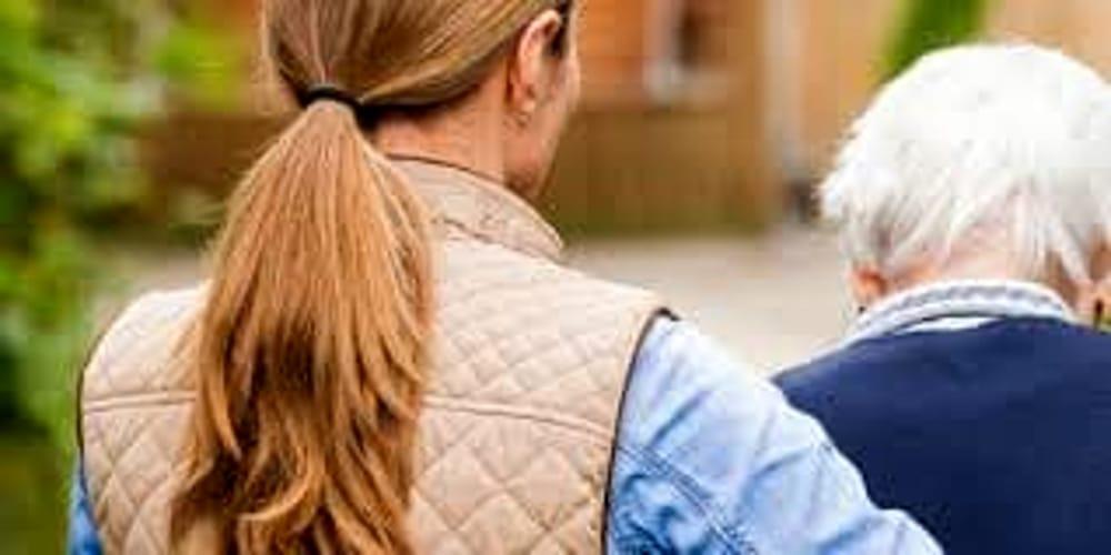 Abusava della badante del padre. 52enne nei guai