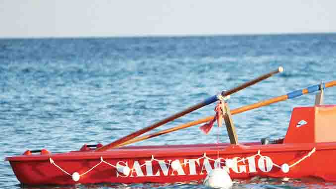 Coppia di turisti travolta dalle onde a Paestum. Salvati in extremis