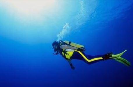 56enne stroncato da un infarto durante un'immersione