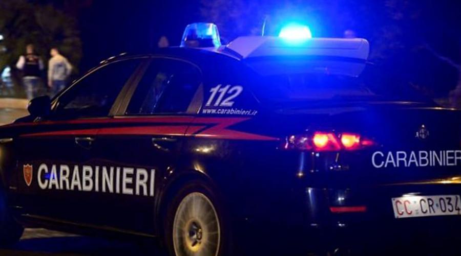 Aggredisce i carabinieri con un bastone. Arrestato un anziano