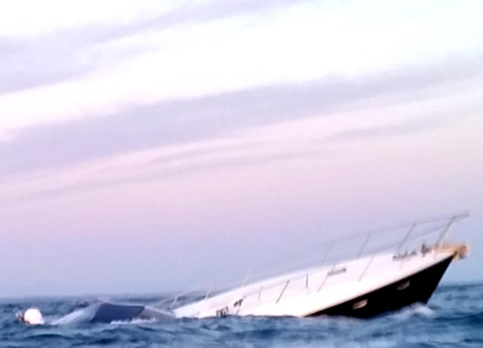 Affonda imbarcazione, salvate due persone dalla Capitaneria