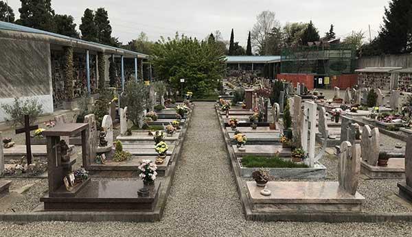 Furto al cimitero di Fisciano. Rubati circa 80 portavasi