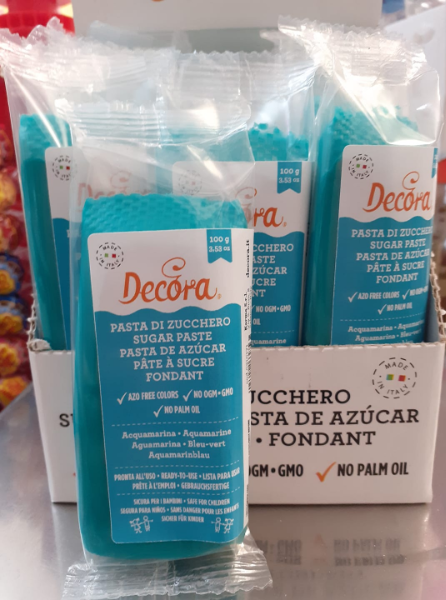Pasta di zucchero acquamarina