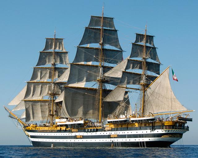 A Palinuro la nave scuola Amerigo Vespucci