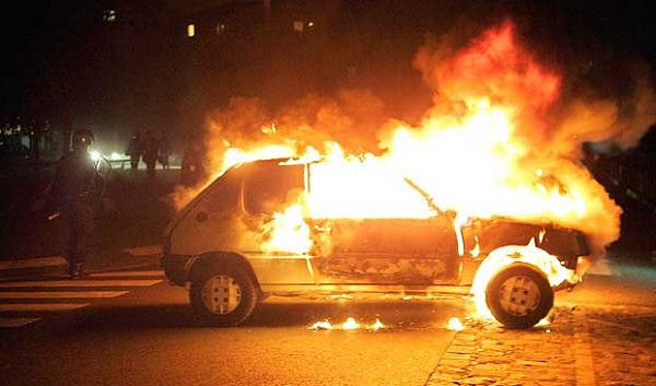 Cava de' Tirreni: tre auto in fiamme a Passiano