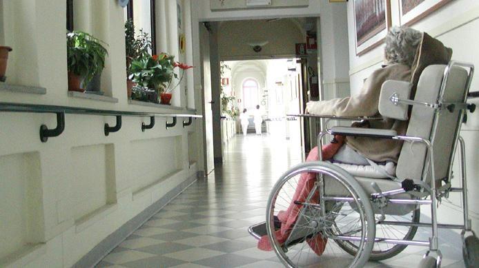 Focolaio nel centro anziani: 30 tra operatori ed ospiti contagiati
