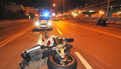 Cava de'Tirreni, scontro frontale tra due moto.Tre i feriti