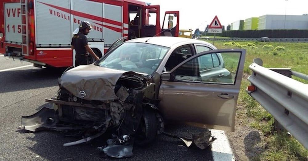 Auto contro un furgone. Tre feriti sulla Cilentana