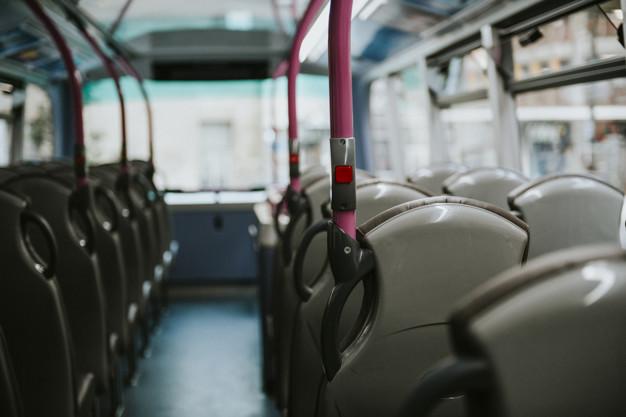 55enne palpa una minorenne su un autobus a Cava. Finisce a processo