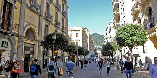 Domenica di controlli sul Corso di Salerno. Attimi di tensione