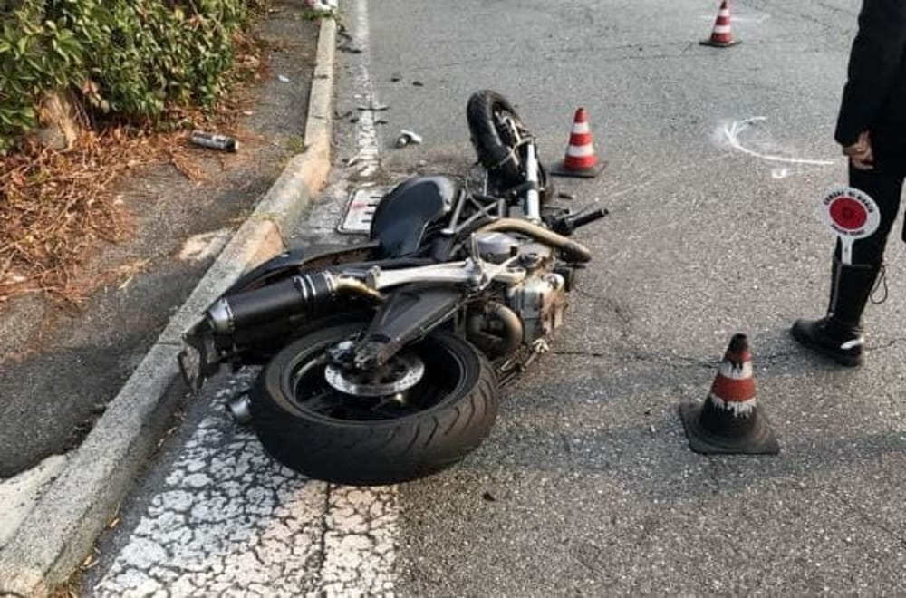 Incidente tra auto e moto a Mercato San Severino. Due i feriti