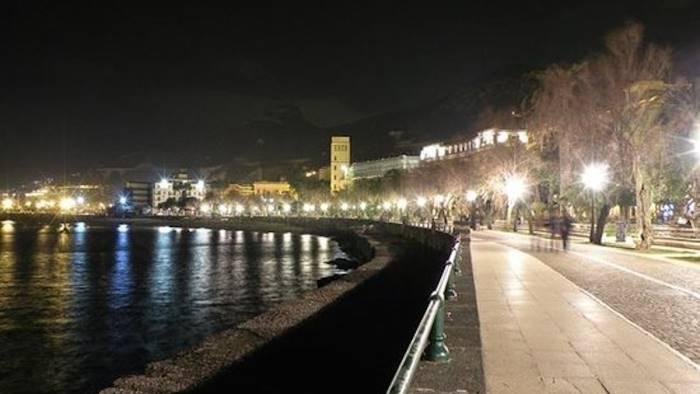 Salerno, ragazzini aggrediti dal branco sul Lungomare