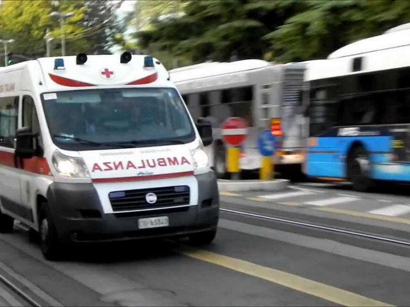 Uomo cade dal quinto piano a Capaccio: salvato dai soccorsi