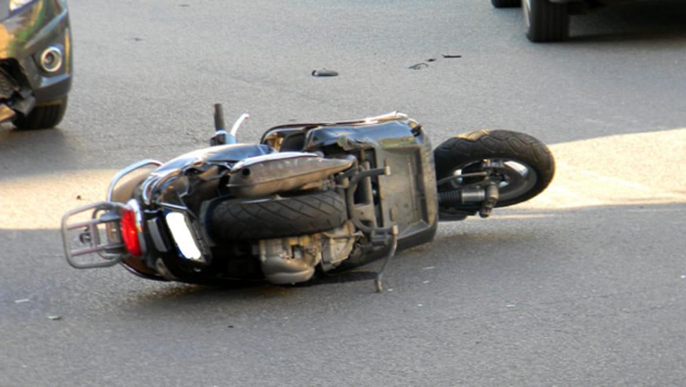 Perde il controllo dello scooter. Ferito 16enne sul lungomare di Salerno