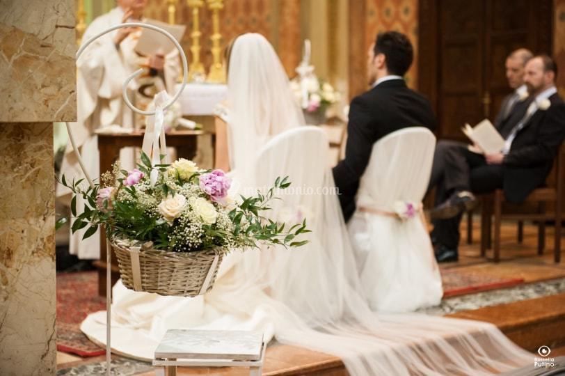 Parroco celebra matrimoni e battesimi solo a coloro che frequentano la chiesa