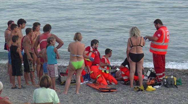 Tragedia in mare. Uomo muore in un lido salermitano