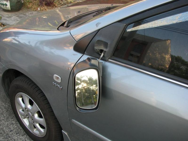 Salerno, vandali in azione al centro danneggiano auto