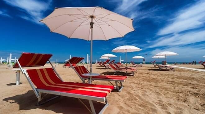 Salerno, vigilantes in spiaggia per rispetto delle norme anti covid