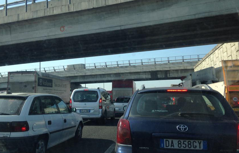 Traffico congestionato a Fratte per il cantiere in tangenziale