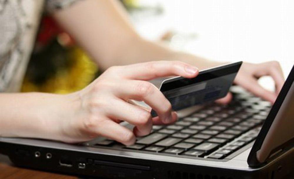 Donna truffata da una falsa mail delle Poste. 40enne nei guai