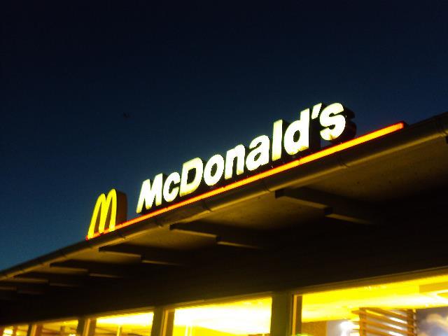 McDonald's a Salerno: si selezionano 30 persone