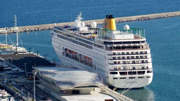 Sul web la bufala dell'arrivo di una nave alla Stazione Marittima di Salerno