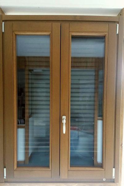 Tirrenia infissi cava de 39 tirreni porte e finestre for Finestre faelux