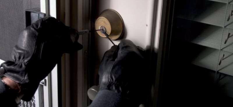 Cava de' Tirreni: rapinati tre appartamenti