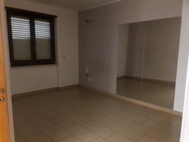 Affittasi bellizzi appartamento uso ufficio 400 for Affittasi stanza uso ufficio