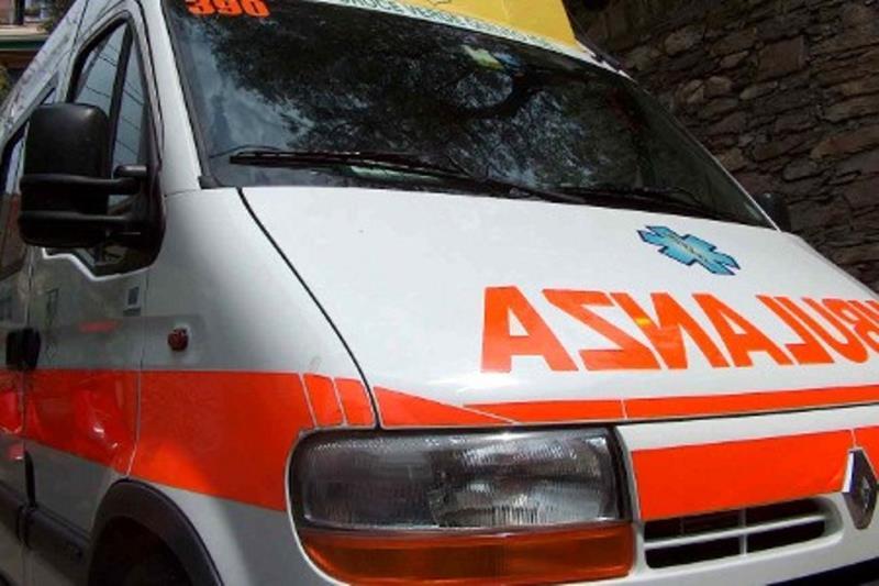 Salerno, incidente in località Fuorni, giovane in ospedale