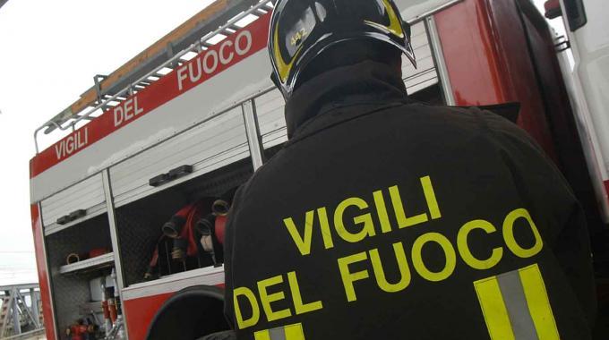 Incendio in un'abitazione a Pastena, salvato un uomo
