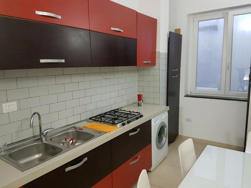 2 camere con bagno piccolo e angolo cottura chalet for Miele arredo bagno salerno