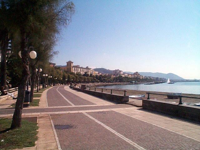 Salerno: madre e figlia aggredite sul Lungomare