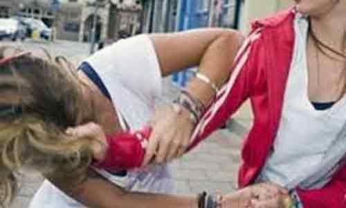 Il marito la tradisce e lei tappezza la città di manifesti contro l'amante