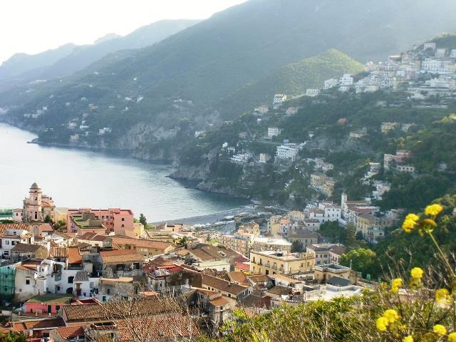 Vietri sul Mare: perde la vita 90enne dopo una caduta da un costone roccioso