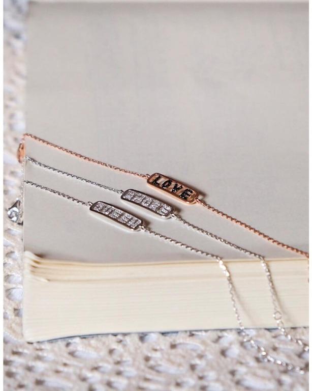 bracciale con placchetta in argento 925 placcato in oro.