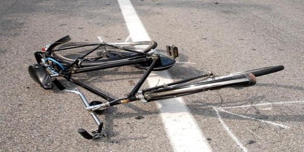 Ciclista investito in via Posidonia