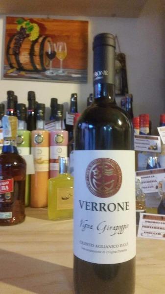 Scelta di vini in bottiglia, grappe, rhum, vodka