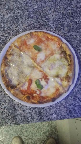 Pizza Gourmet con prosecco Albarosa del Taburno