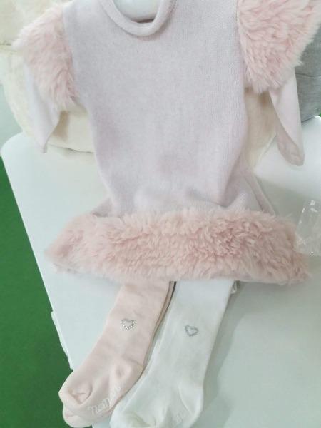 Bianco o rosa ? Di che colore le abbiniamo le calzamaglie a questo stupendo abitino di Nanan?