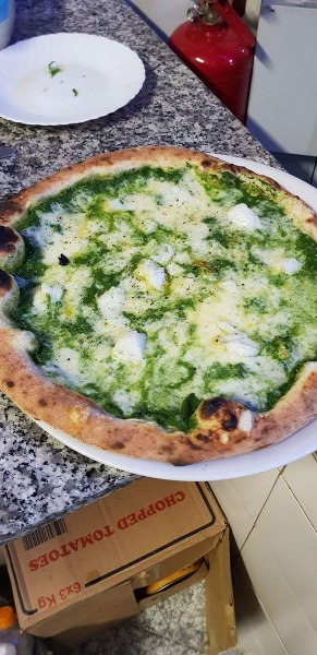 La Natalina, con crema di cime di rapa, tocchetti di baccalà mozzarella e pepe al lime.