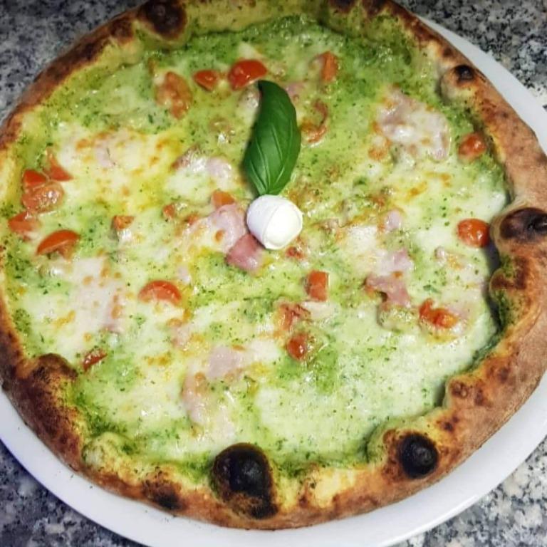 In questa ricetta la bontà della pizza si unisce alla ricercatezza degli ingredienti