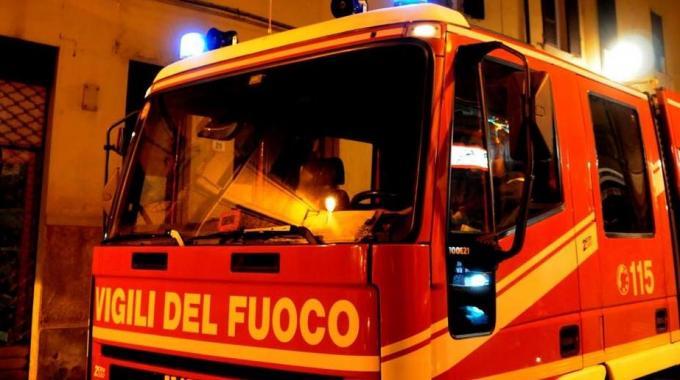 Bomba distrugge un bar a Scafati. Tanta paura