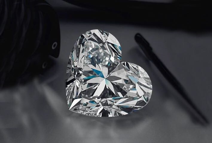 Diamante taglio cuore scontato del 40% da €16200 a €9700