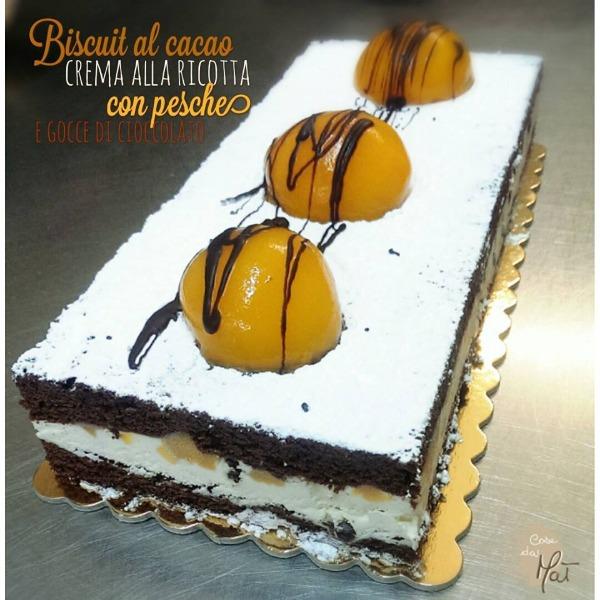 Biscuit Cacao Crema alla Ricotta con pesche e gocce di cioccolato