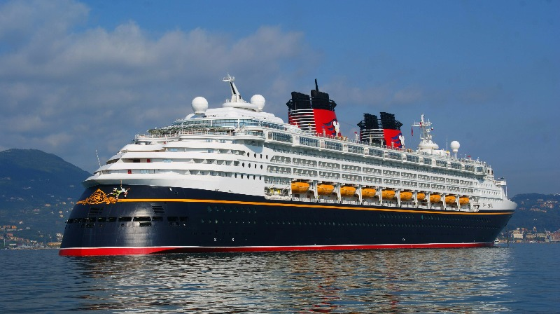 In arrivo la nave crociera Disney Magic al porto di Salerno
