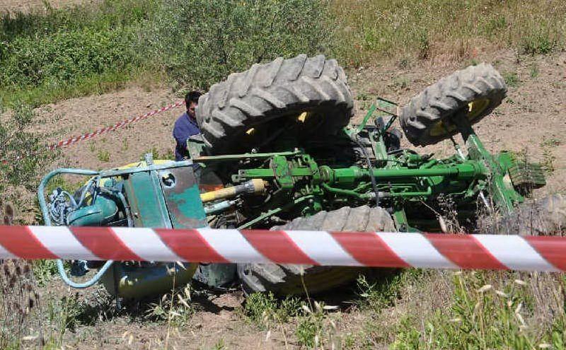 68 enne schiacciato da un trattore a Pisciotta. Non ce l'ha fatta
